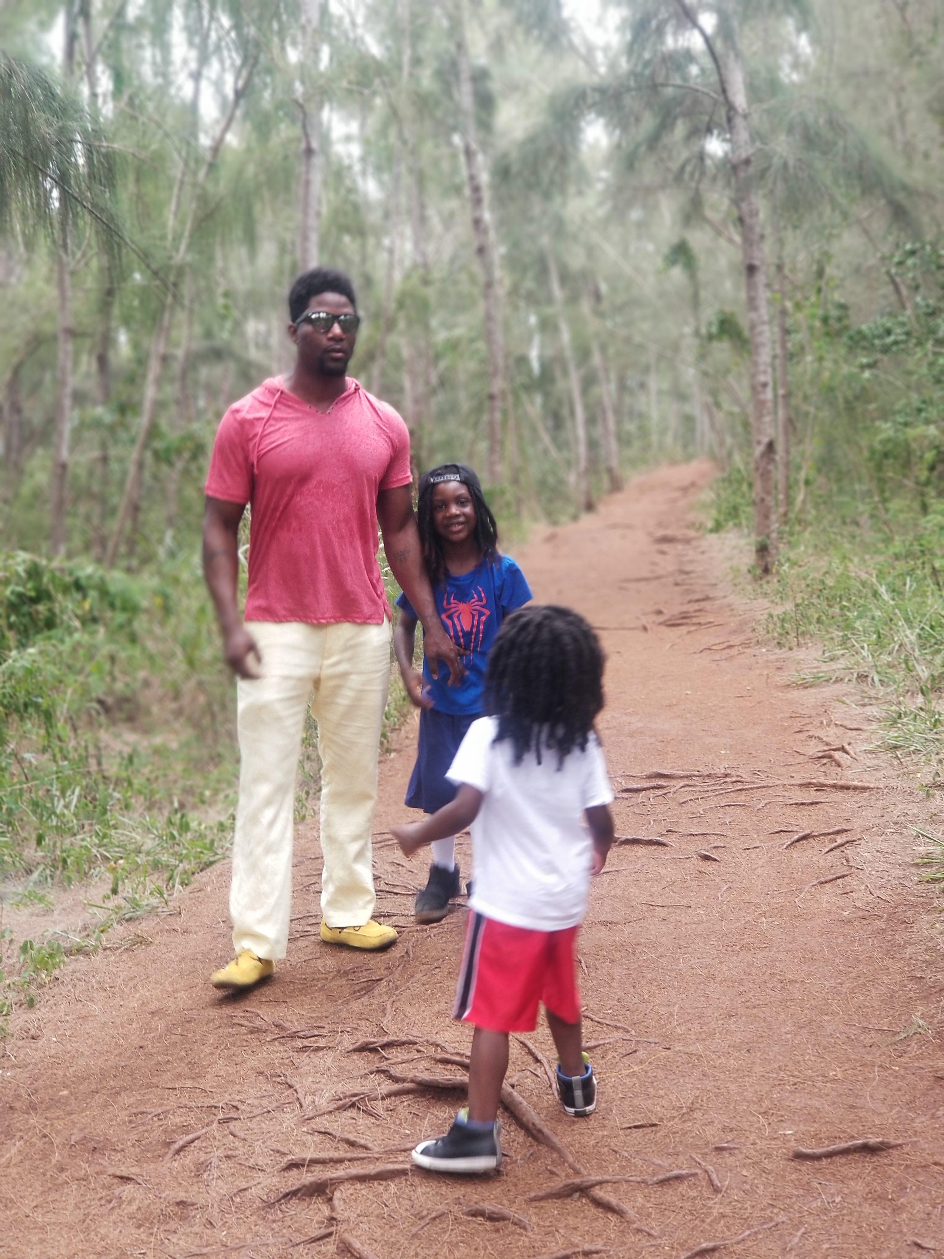 pillbox hike- family friendly hikes on oahu- hiking in oahu- kid friendly hikes hawaii- kid friendly hikes oahu